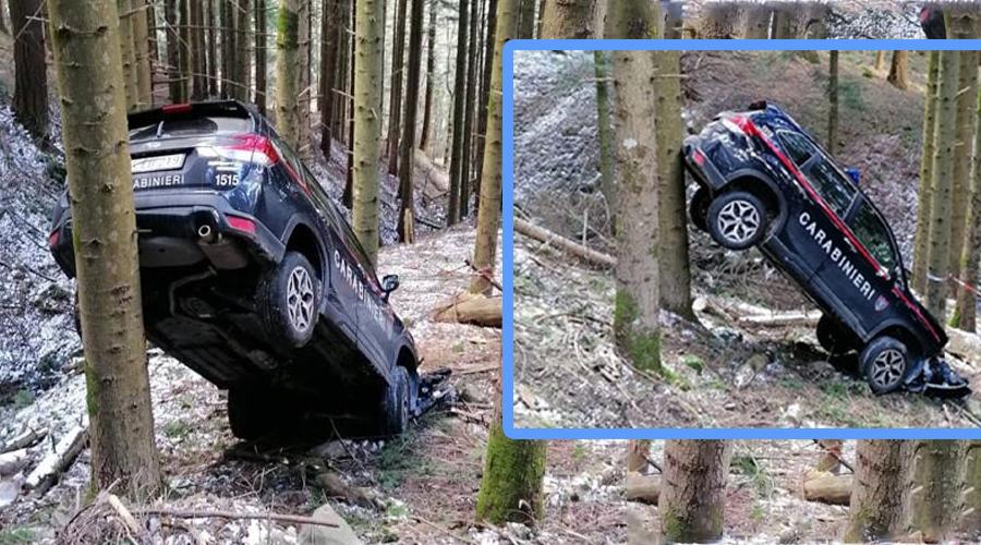 Carabinieri: l'auto esce di strada e resta incastrata tra due alberi