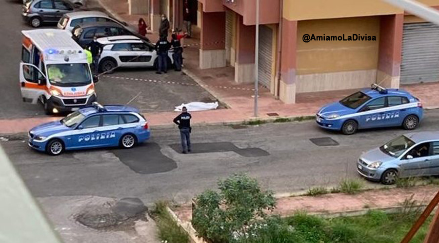 Tragedia a Napoli, mamma di un bimbo di 4 mesi si lancia dal balcone: era sposata con un carabiniere