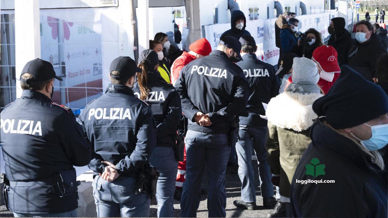 Vaccini AstraZeneca: molti poliziotti cancellano la prenotazione