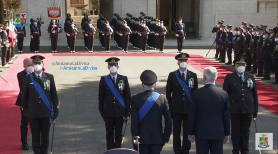 "Aeronautica Militare: conferita la ""medaglia al valore aeronautico"" a due piloti"