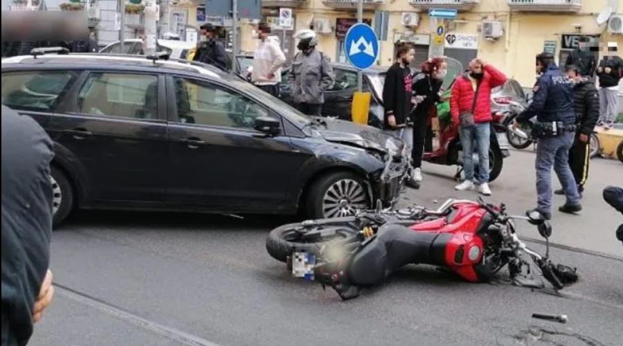 """Napoli, incidente per una pattuglia dei """"Falchi""""- Grave un poliziotto"""