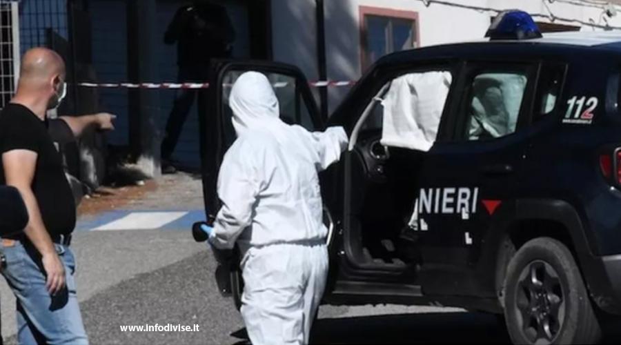 44enne aggredisce i carabinieri con l'ascia. Un militare esplode un colpo e lo uccide