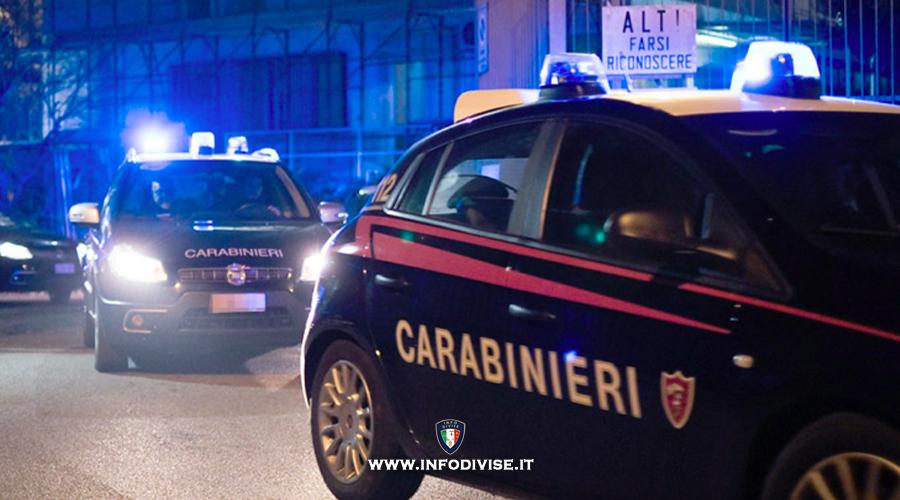 Roma, inseguimento da film: speronano le auto dei carabinieri e scappano