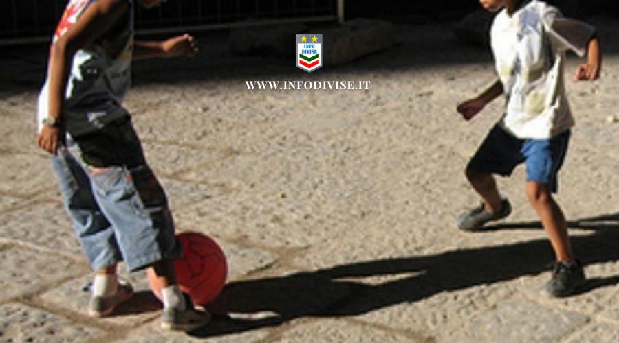 Bimbi denunciati per aver recuperato il pallone, la mamma: ci tengo ad elogiare il comportamento dei Carabinieri