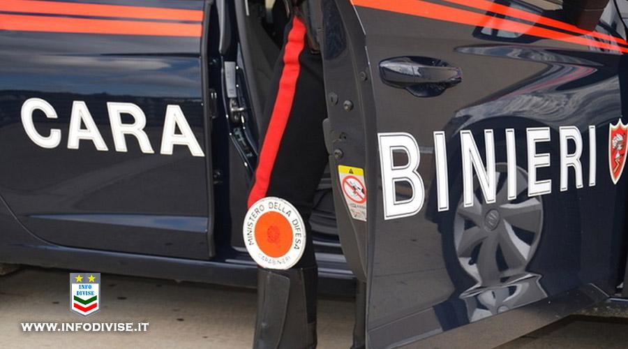 """Ruba un casco e lo mette in vendita su internet: a """"concludere l'affare"""" trova i carabinieri !"""