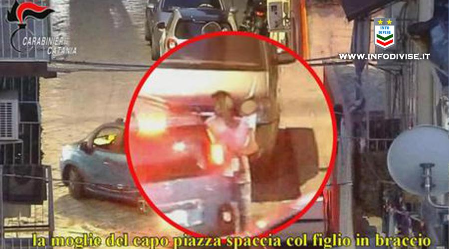 Catania: sgominata dai Carabinieri una banda di pusher. Una donna spacciava con il figlio in braccio