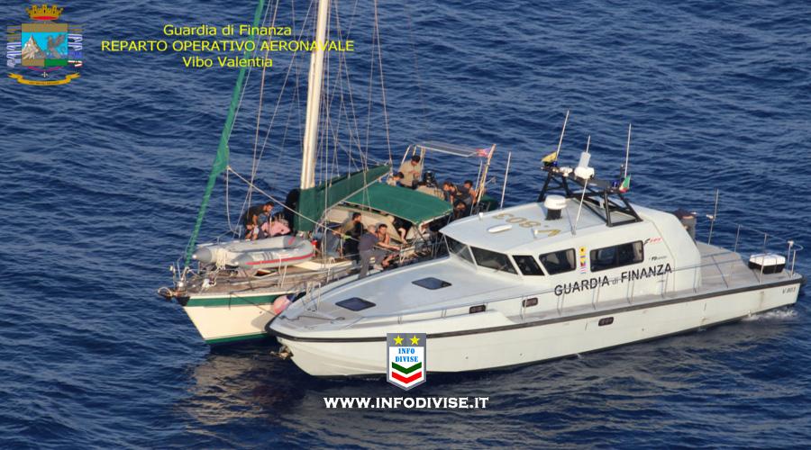 Guardia di finanza: operazione aeronavale, fermate otto persone per traffico di migranti