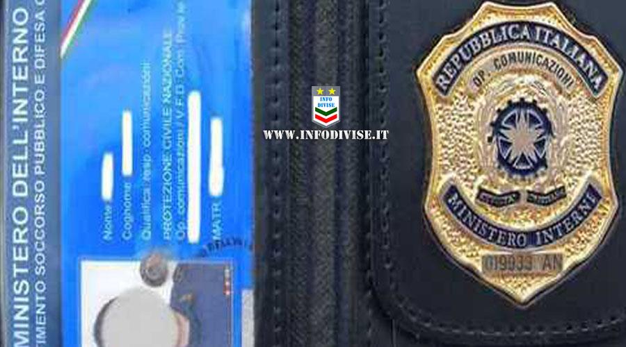 Fingeva di essere un poliziotto sotto copertura. Girava con falso distintivo, manganello e pistola a gas: denunciato