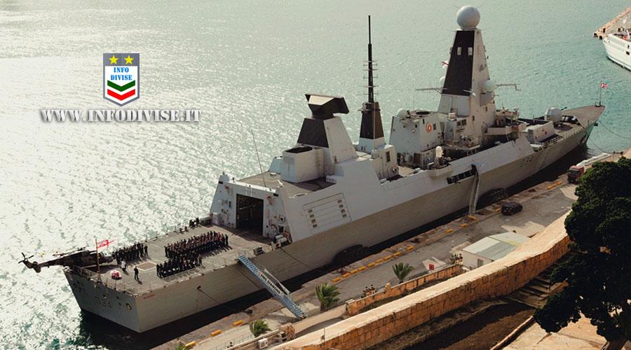 Covid, nave della Marina inglese ferma a Taranto: a bordo militari positivi nonostante la doppia dose
