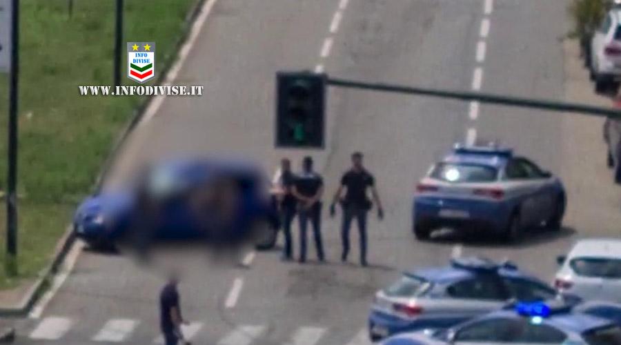 Fuggono dalla Polizia con un'auto rubata  ma si schiantano contro un palo. Morto 26enne, fuggito il complice