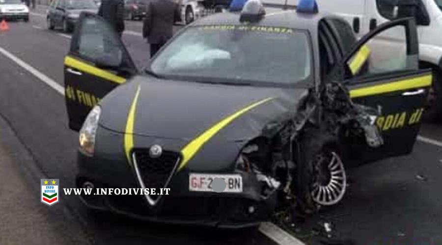 Scontro tra auto in pieno centro a Milano: feriti un finanziere e l'uomo che aveva appena arrestato