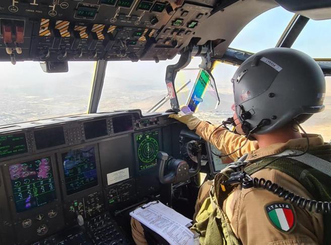 Profughi afghani in salvo a Roma, missione finita, oggi arrivano gli ultimi 58. In due settimane 88 voli