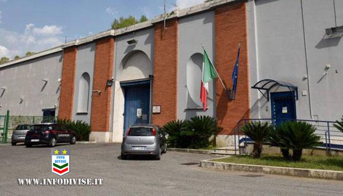 """Sottoposta agli arresti domiciliari va dai Carabinieri: """"Sono stanca di stare a casa, portatemi in carcere"""""""