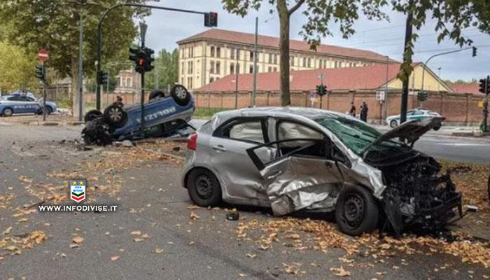 Scontro tra volante della Polizia e un'altra auto a Torino: feriti una donna e due agenti