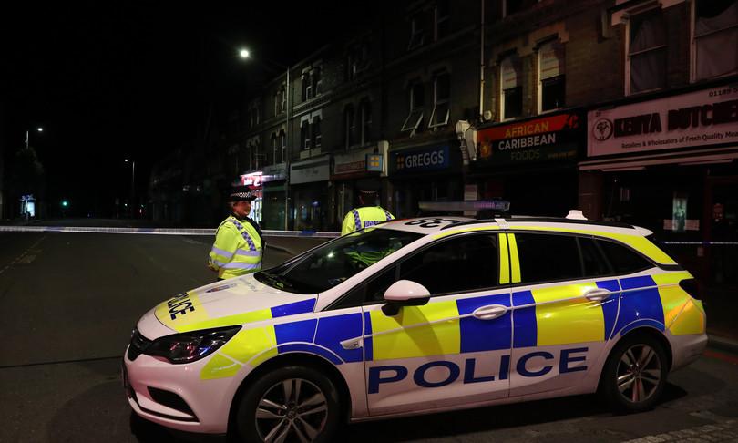 Agenti di polizia fanno sesso nella volante e ignorano le chiamate di emergenza, incastrati dalla radio rimasta accesa
