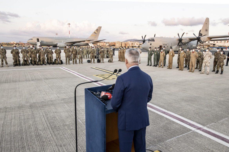 """Afghanistan, tornati gli ultimi militari italiani. Il ministro Guerini: """"Orgoglio e gratitudine"""""""