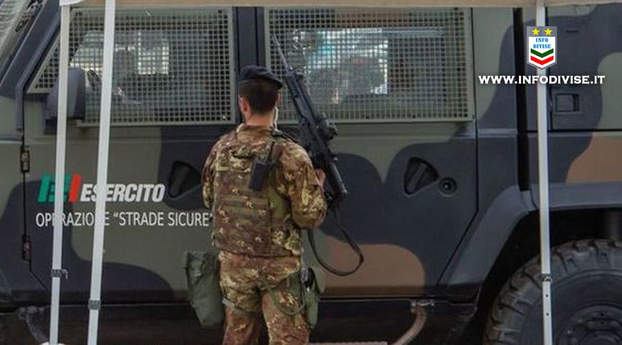 Vuole urinare sul gazebo dell'Esercito, poi picchia due militari. Arrestato 28enne Pakistano